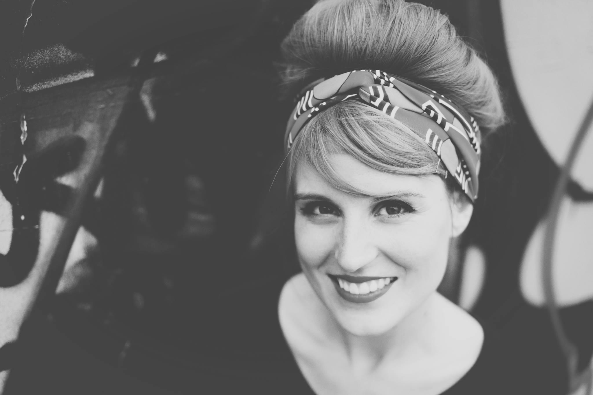 Interview Virginie troussier auteur pendant que les champs brulent - blog - pasquedescollants.com