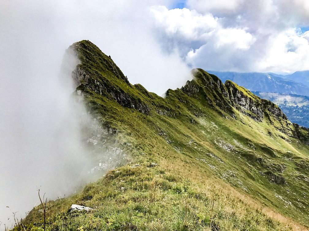traversée des arretes d entre deux pertuis - chablais- randonnées du vertige haute savoie - Blog montagne et aventure https://pasquedescollants.com
